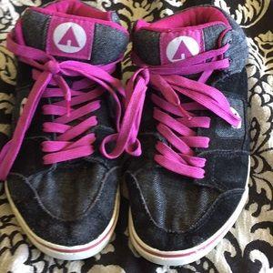 Size 6 Airwalk shoes